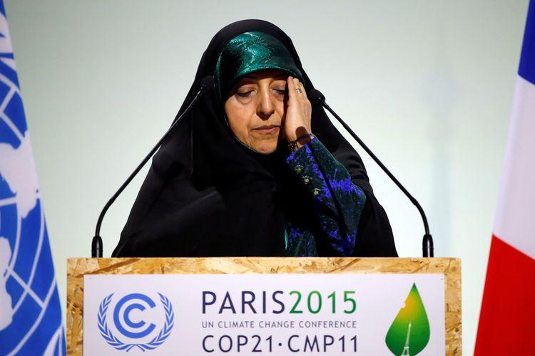 Wakil Presiden Iran Masoumeh Ebtekar ketika berpidato dalam sidang pembukaan Konferensi Perubahan Iklim Dunia di Le Bourget, Perancis, pada 30 November 2015. Dia positif terinfeksi virus corona, tiga hari setelah menterinya, Iraj Harirchi, tertular virus yang sama.