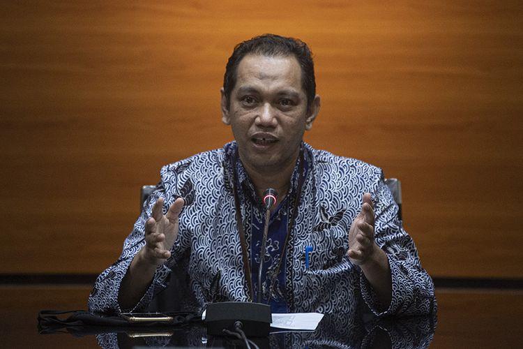 Pimpinan KPK Nurul Ghufron menyampaikan keterangan pers tentang penahanan mantan mantan anggota DPRD Provinsi Sumatera Utara periode 2009-2014 dan 2014-2019 di gedung KPK, Jakarta, Rabu (22/7/2020). KPK menahan 11 orang tersangka yang merupakan mantan anggota DPRD Sumut yaitu Sudirman Halawa, Rahmad Pardamean Hasibuan, Megalia Agustina, Ida Budiningsi, Syamsul Hilal, Robert Nainggolan, Ramli, Layani Sinukaban, Jamaluddin Hasibuan dan Irwansyah Damanik terkait kasus suap dari mantan Gubernur Sumut Gatot Pujo Nugroho.