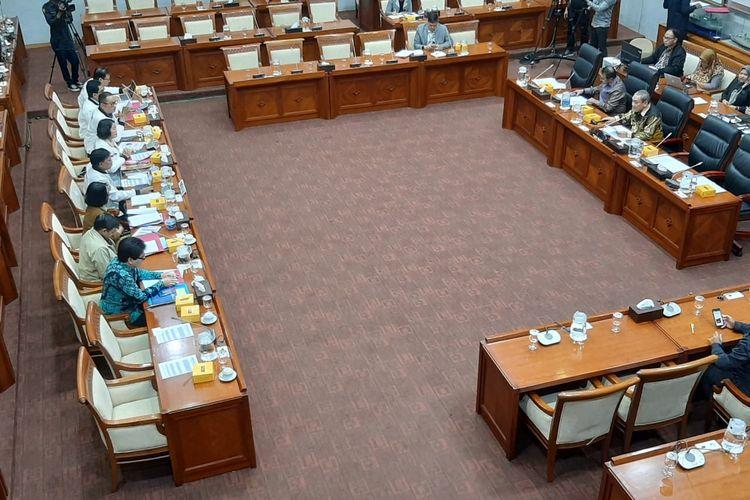 Komisi I DPR rapat dengan Menteri Komunikasi dan Informatika (Menkominfo) Johnny G Plate di Kompleks Parlemen, Senayan, Jakarta, Selasa (25/2/2020).