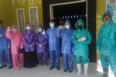 Kekurangan APD, Tenaga Kesehatan di Daerah Ini Gunakan Kaca Mata Las, Jas Hujan Motif Polkadot
