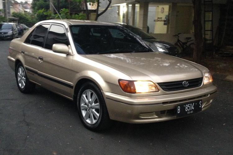 Sedan bekas Soluna jadi salah satu mobil sedan andalan Toyota pada periode tahun 2000-an awal dan pengisi segmen yang ditinggalkan Corolla setelah naik kelas.