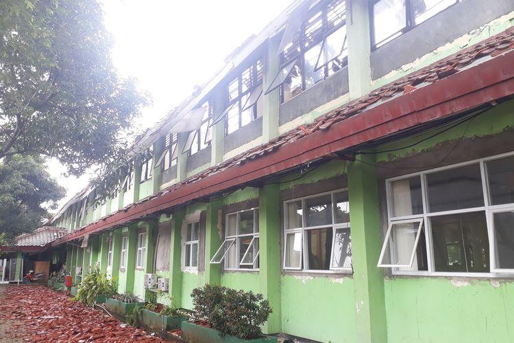 Bangunan 8 ruang kelas SMKN 24 Jakarta, Cipayung, Jakarta Timur, rusak berat, Jumat (21/2/2020).