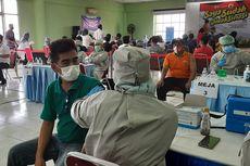 Pedagang Pasar Induk Kramatjati Jalani Vaksinasi, Target 4.300 Orang