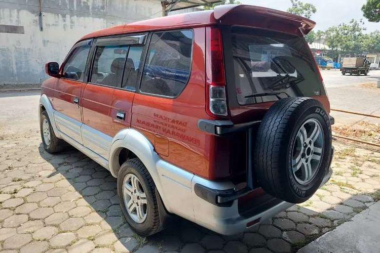 Mitsubishi Kuda Grandia dengan 'konde' ban serep seperti mobil SUV