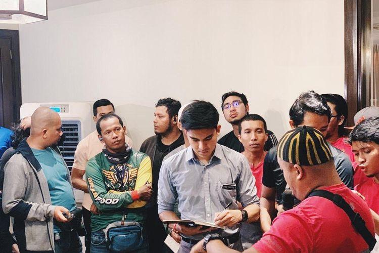 Menteri Pemuda dan Olahraga Malaysia, Syed Saddiq bin Syed Abdul Rahman melakukan dialog pada 1 Oktober 2019 dengan para supir pengiriman makanan.