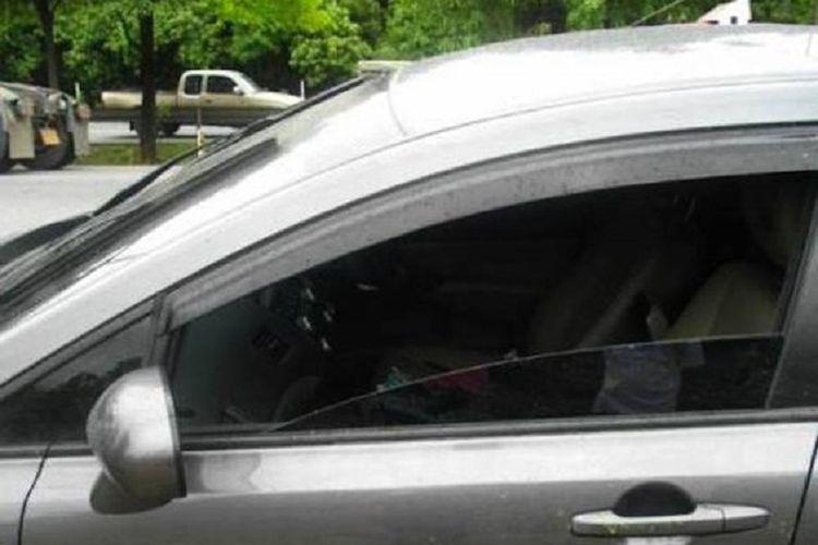 Mobil berwarna perak ini menjadi barang bukti setelah Nong Yaem, bocah berusia lima tahun, tewas akibat kekurangan udara saat terkunci dalam mobil Senin (18/6/2018).