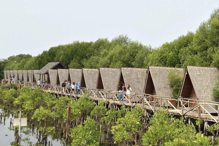 Taman Wisata Alam Mangrove terletak di Pantai Indah Kapuk, Pluit, Jakarta Utara.