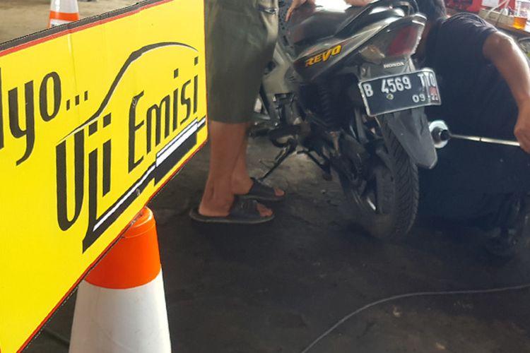 Uji Emisi Kendaraan Bermotor di Kantor DLH Jakarta