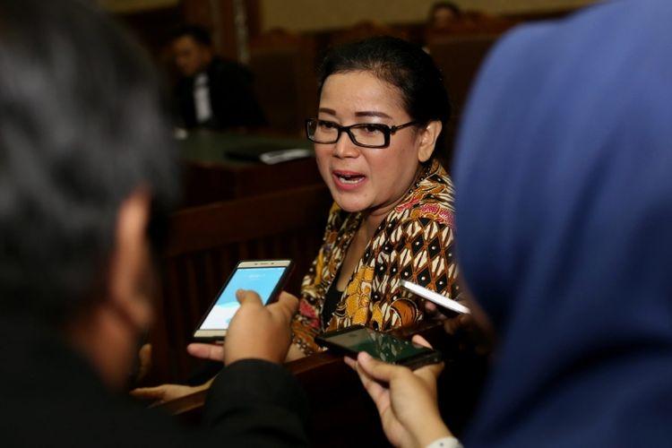 Mantan anggota DPR Miryam S Haryani sebelum menjalani sidang di Pengadilan Tipikor Jakarta, Senin (24/7/2017). Miryam ditetapkan sebagai tersangka oleh KPK, atas sangkaan memberikan keterangan palsu di bawah sumpah di pengadilan.