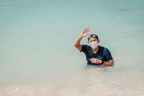 Pakai Masker dan Kaus #NewNormal, Menteri Sandiaga Renang di Gili Trawangan: Jaga Protokol