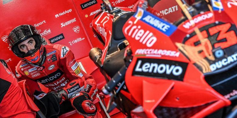 Ducati Italian rider Francesco Bagnaia sits in the box within the third free practice session ahead of the San Marino MotoGP Grand Prix at the Misano World Circuit Marco-Simoncelli on September 18, 2021 in Misano Adriatico, Italy. (Photo by ANDREAS SOLARO / AFP)