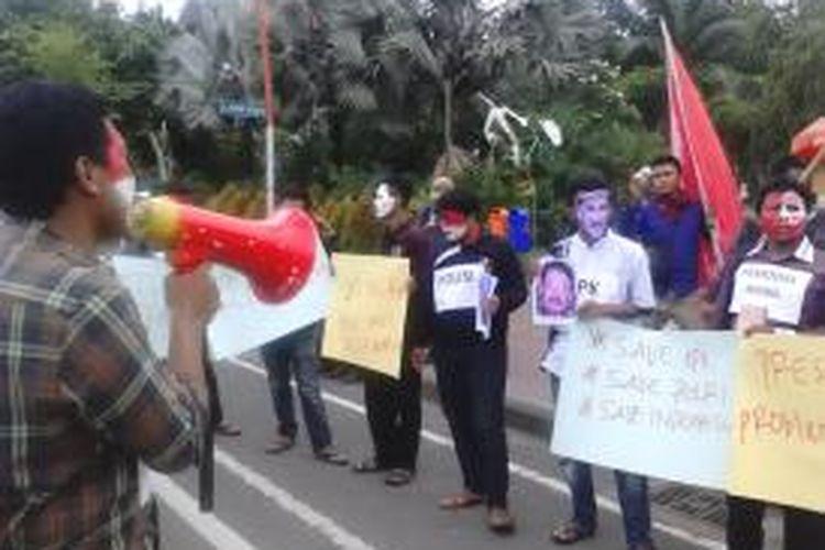 Aksi mahasiswa desak ketegasan presiden Jokowi dalam polemik Polisi-KPK.