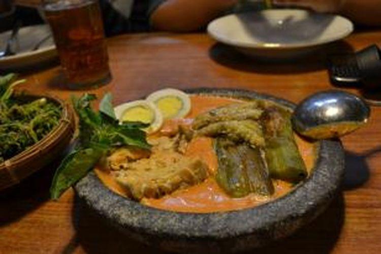 Pecel Terong di Rumah Makan Inggil, Jalan Gajah Mada No.4, Kota Malang