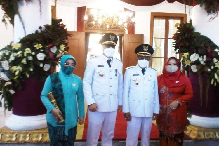 Wali Kota Surabaya Eri Cahyadi dan Wakil Wali Kota Surabaya Armuji resmi dilantik sore ini. Pelantikan kepala daerah itu dipimpin Gubernur Jatim Khofifah Indar Parawansa di Gedung Negara Grahadi, Surabaya, Jawa Timur, Jumat (26/2/2021).