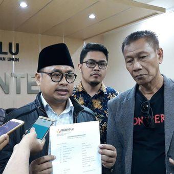 Tin Advokat Milebial Peduli Pemilu melaporkan Jokowi ke Bawaslu, Jakarta Pusat, Kamis (24/1/2019).