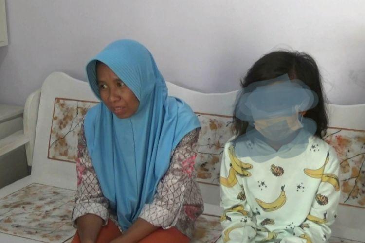 Pariyem bersama putrinya yang berusia 12 tahun.