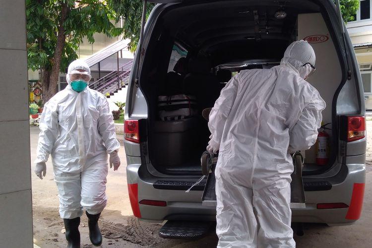 Simulasi penanganan pasien terinfeksi virus corona di RSUD Margono Soekarjo Purwokerto, Jawa Tengah, beberapa waktu lalu.