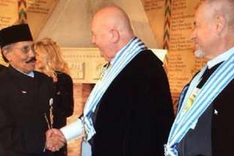 Duta Besar RI untuk San Marino yang berkedudukan di Roma, Italia, August Parengkuan, turut hadir dan memberikan ucapan selamat.