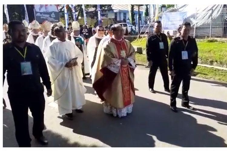 Misa penahbisan Mgr Siprianus Hormat sebagai Uskup Ruteng digelar di Gereja Katedral Ruteng, Manggarai, NTT, Kamis (19/3/2020).