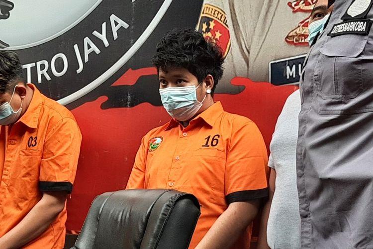 Polisi akhirnya menggelar kasus dugaan penyalahgunaan narkoba yang menjerat anak pedangdut Rita Sugiarto, Raffi Zimah.