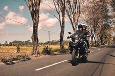 Darius Sinathrya dan Donna Agnesia Naik Motor di Himalaya