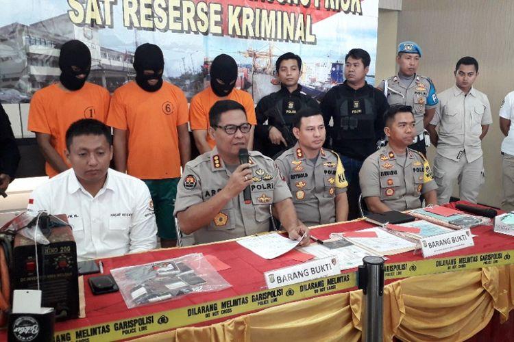 Konferensi pers penetapan tiga tersangka kebakaran kapal Muara Baru di Mapolres Pelabuhan Tanjung Priok, Sabtu (2/3/2019).