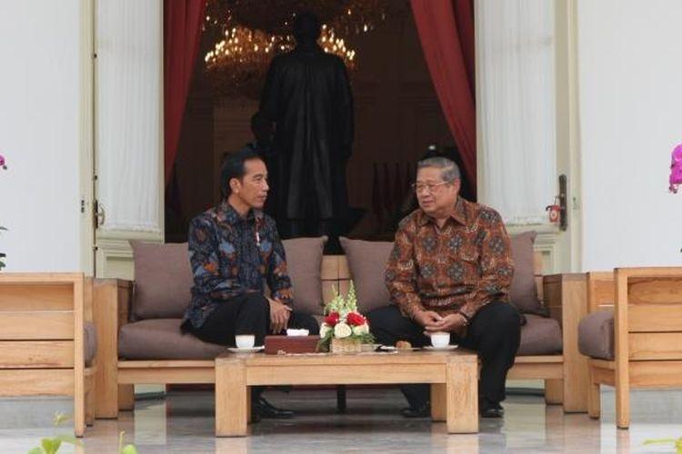 Presiden Joko Widodo menerima Presiden keenam Susilo Bambang Yudhoyono di Istana Merdeka, Jakarta, Kamis (9/3/2017).