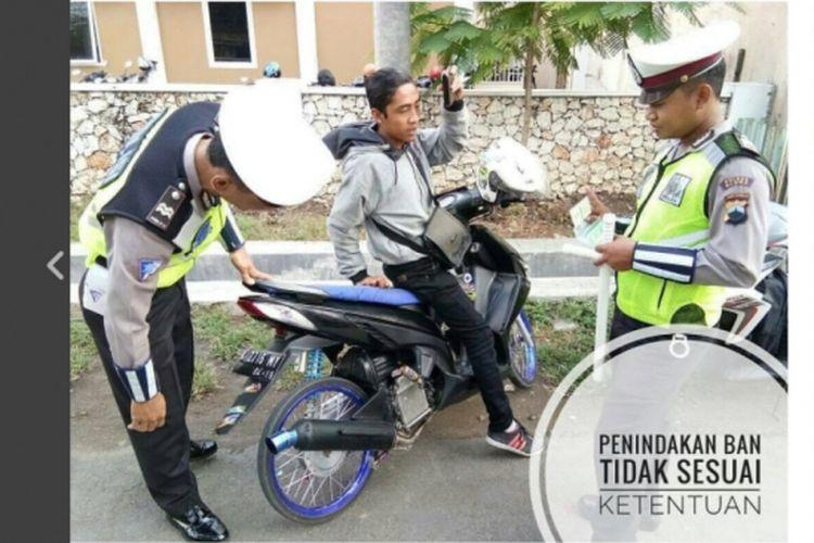 Polisi menindak pengendara motor menggunakan ban cacing