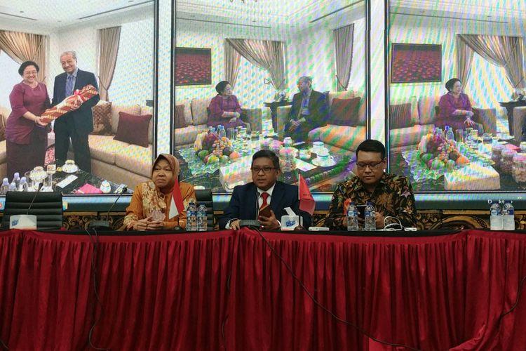 Sekjen PDI-P Hasto Kristiyanto dalam jumpa pers terkait pertemuan Megawati-Mahathir, Jumat (29/6/2018).