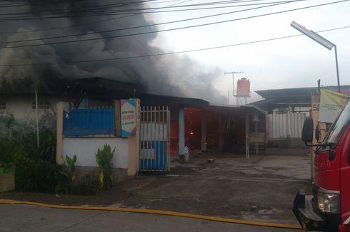 Sebuah Lapo di Cipayung Terbakar, Empat Orang Dilarikan ke RS