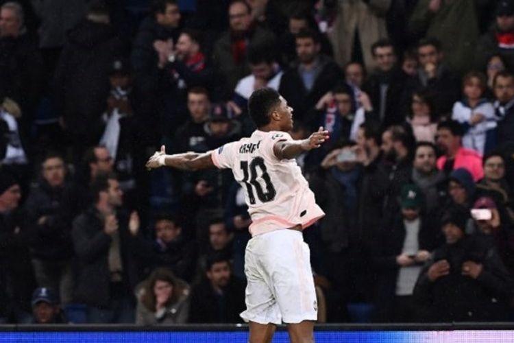Marcus Rashford merayakan gol penentu kelolosan timnya pada pertandingan PSG vs Man United di Parc des Princes dalam babak 16 besar Liga Champions, 6 Maret 2019.