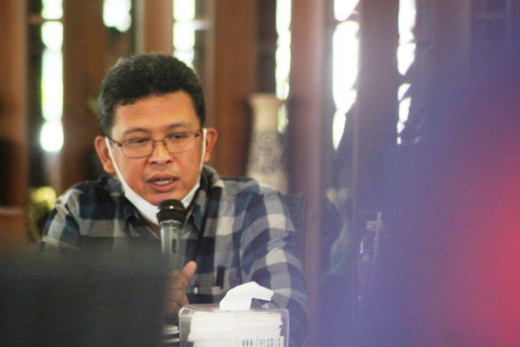 Pimoinan cabang BRI Cianjur, Jawa Barat Yoni Ariyanto saat memberikan keterangan kepada wartawan, Jumat (9/4/2021) terkait perkembangan kasus kejahatan skimming yang menimpa puluhan nasabah BRI.