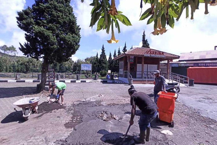 Pembenahan di kawasan wisata Dieng, Banjarnegara, Jawa Tengah.