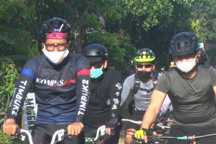 Pemimpin Redakasi Kompas.com Wisnu Nugroho dan Bupati Trenggalek bersepeda sambil berdonasi, Sabtu (6/3/2021).