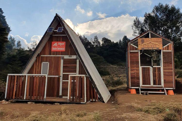 Praktik olahraga luar ruang atau lazim disebut banyak kalangan dengan outdoor sports sebagaimana mendaki gunung mesti memiliki kelengkapan seperti emergency shelter.   Arei Outdoor Gear sudah membangun emergency shelter sejak September 2020 di jalur pendakian Gunung Prau, Dataran Tinggi Dieng, Jawa Tengah.