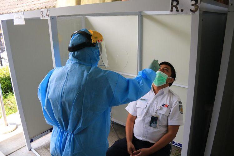 Kondisi rapid test antigen di stasiun.