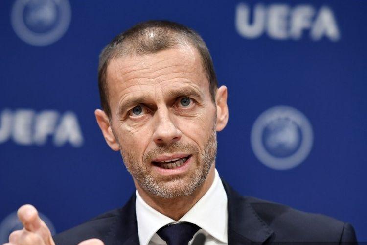 Presiden UEFA Aleksander Ceferin memberi isyarat saat konferensi pers menyusul pertemuan komite eksekutif di markas UEFA, di Nyon, Swiss pada 4 Desember 2019.