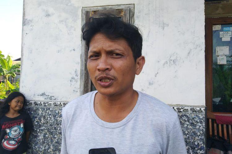 Ayah Yusuf, Bambang Sulistio saat diwawancarai Kompas.com di kediamannya, Gunung Lingai, Samarinda, Sabtu (14/1/2020).