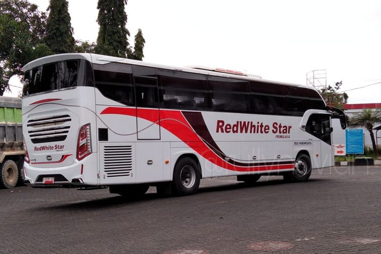 Bus Pariwisata PO RedWhite Star Primajasa