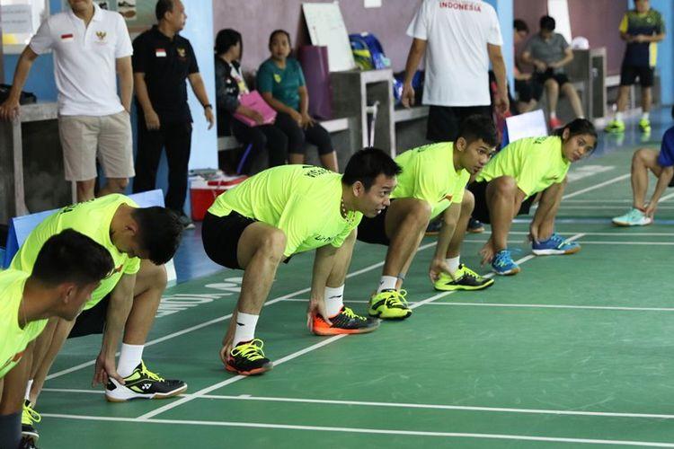 Tim Piala Thomas dan Uber Indonesia 2018 jalani latihan perdananya di Hipo Badminton Bangkok, Thailand, Kamis (17/5).