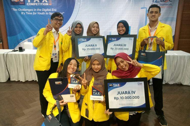 Program Studi Administrasi Perpajakan Vokasi UI berhasil meraih juara 2,3 dan 4 dalam DDTCNews Tax Competition 2019 pada 24 September 2019 yang diikuti 13 tim dari berbagai daerah di Indonesia.