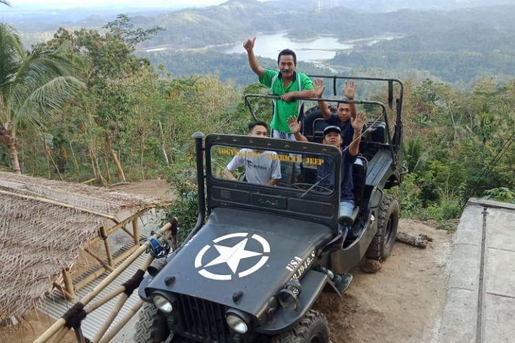 Spot Bintang dan Jeep Wilis di Kalibiru 2 di dekat destinasi Pulepayung. Kalibiru 2 akan beroperasi pada sehari setelah lebaran.