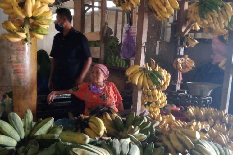 Mbah Tris Korban Pencurian Pisang di Pasar Argosari Wonosari
