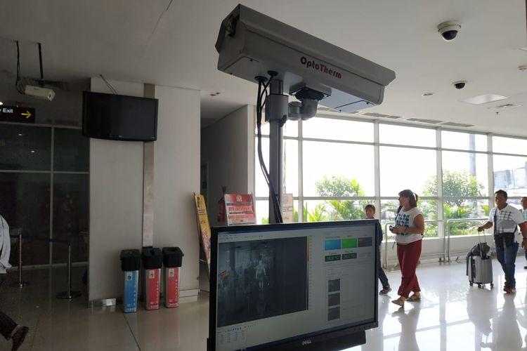 Alat thermal scanner di Terminal 2 Bandara Internasional Juanda Surabaya