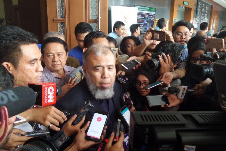 Mantan Hakim Konstitusi, Patrialis Akbar, di Pengadilan Tipikor Jakarta, Senin (4/9/2017).