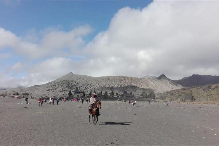 Situasi di Gunung Bromo pada Sabtu (20/7/2019). Sehari sebelumnya Bromo mengalami erupsi.