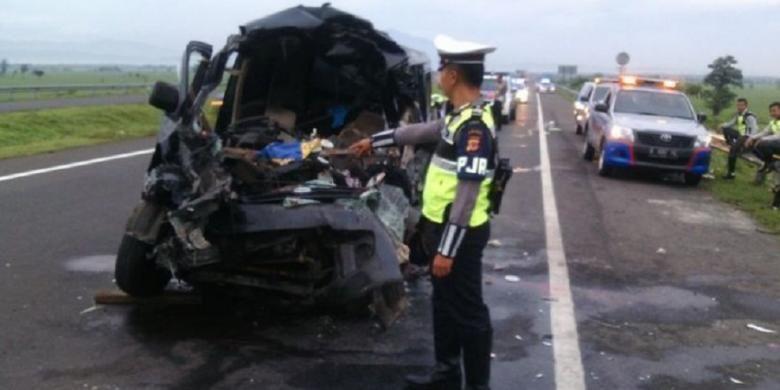 Mobil Daihatsu Luxio ringsek dalam kecelakaan di Tol Cipali, Minggu (15/1/2017) dini hari.