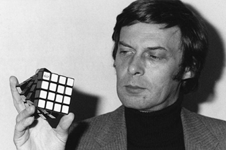 Erno Rubik, profesor penemu permainan teka-teki kubus Rubik. (Rubiks.com)