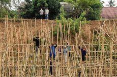 Antisipasi Banjir, BPBD Kabupaten Bekasi Pancang 3.000 Bambu di Tanggul Sungai Citarum