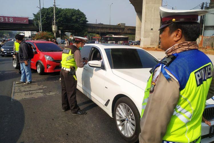 Pemberlakuan perluasan pembatasan kendaraan dengan sistem pelat nomor  ganjil genap resmi diterapkan Senin (9/9/2019).